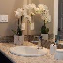 Oser un mur de pierre dans la salle de bain