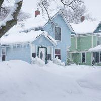 L'importance de déneiger sa toiture pendant l'hiver